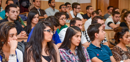 studenti_amfiteatru_mare.jpg